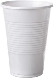 Gobelets en plastique blancs ou transparents